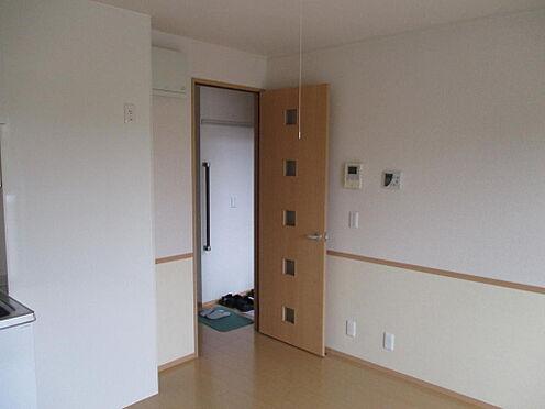 アパート-防府市岩畠2丁目 リビングを出ると玄関です。