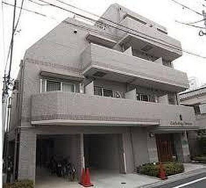 マンション(建物一部)-新宿区三栄町 タイル張りの外観。