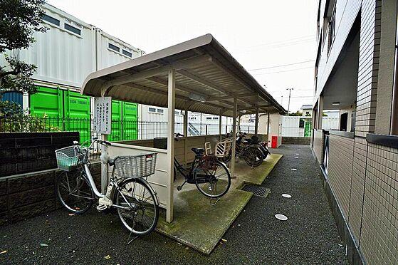 マンション(建物一部)-横浜市戸塚区原宿4丁目 雨にも濡れない入居者専用の屋根付き駐輪スペース。