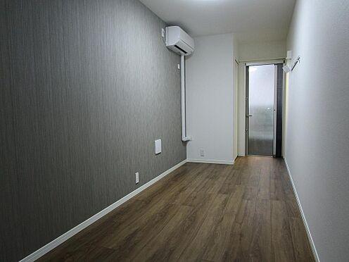 アパート-大田区大森北3丁目 奥行きのある居室 アクセントクロスが大人の雰囲気を演出