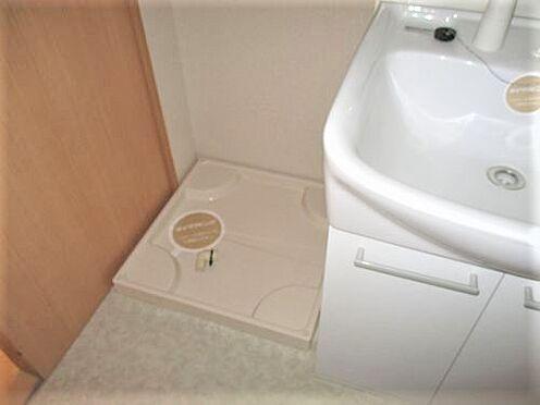アパート-防府市岩畠2丁目 洗面台横には、洗濯機置き場