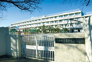 市立南白糸台小学校 約800m(徒歩10分)