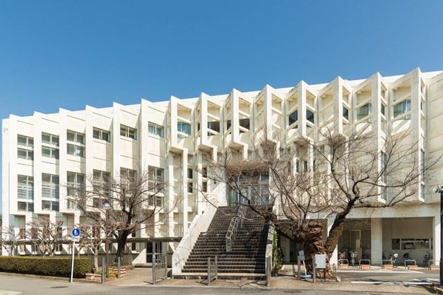 市立図書館 約720m(徒歩9分)