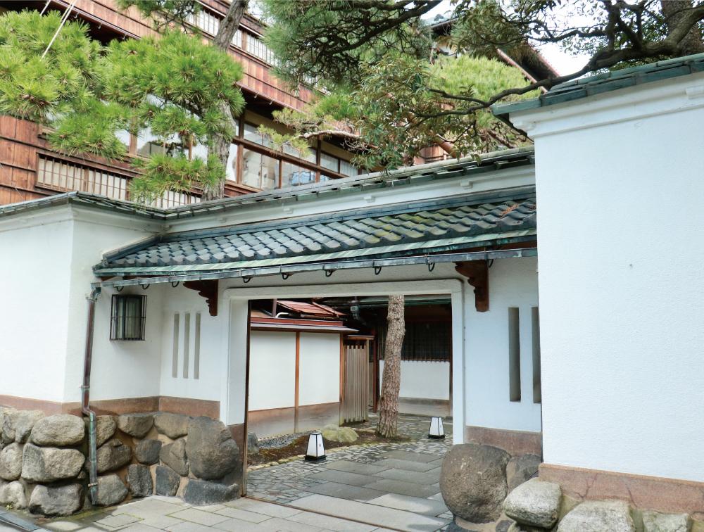 鍋茶屋 約630m(徒歩8分)