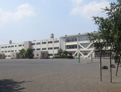 由井第一小学校 約460m(徒歩6分)