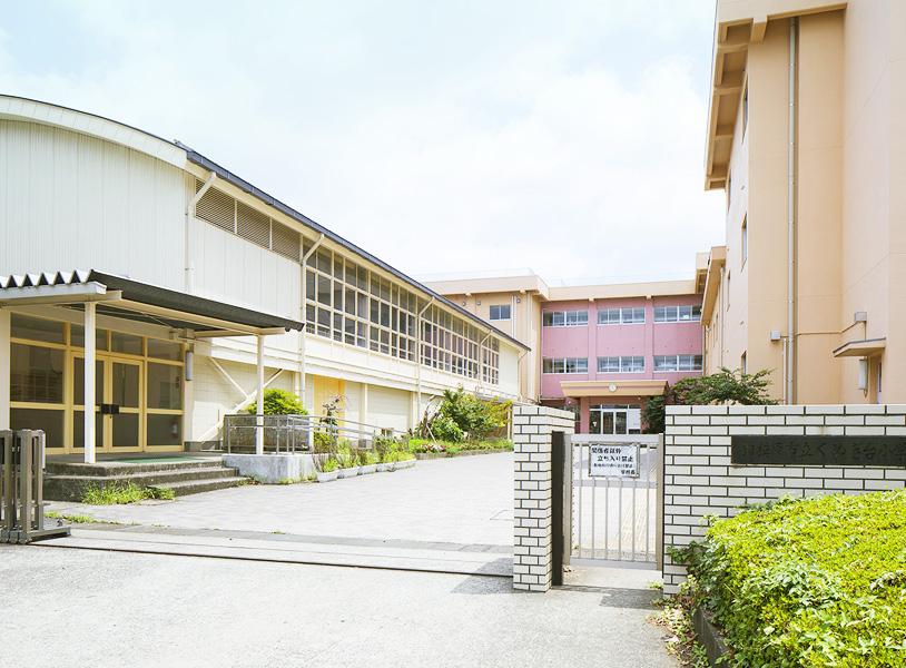 くぬぎ台小学校 約300m(徒歩4分)