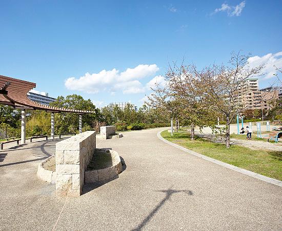 羽鷹池公園 約270m(徒歩4分)