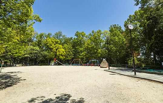 八事富士見公園 約300m(徒歩4分)