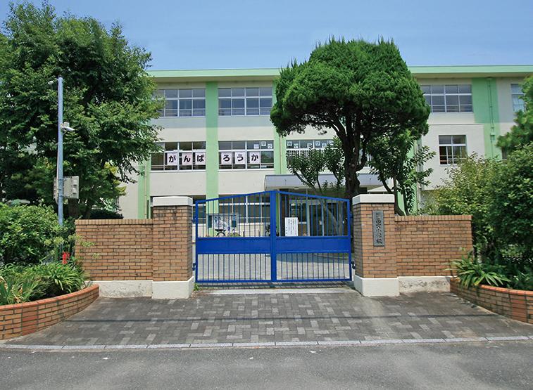 福岡市立高宮小学校 約630m(徒歩8分)