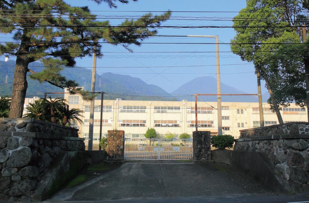 山の手中学校 約810m(徒歩11分)