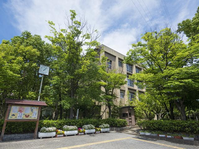 尼崎市立武庫の里小学校 約720m(徒歩9分)