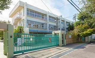吹田市立千里たけみ小学校 約610m(徒歩8分)