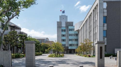 福岡県立修猷館高等学校 約1,290m(徒歩17分)