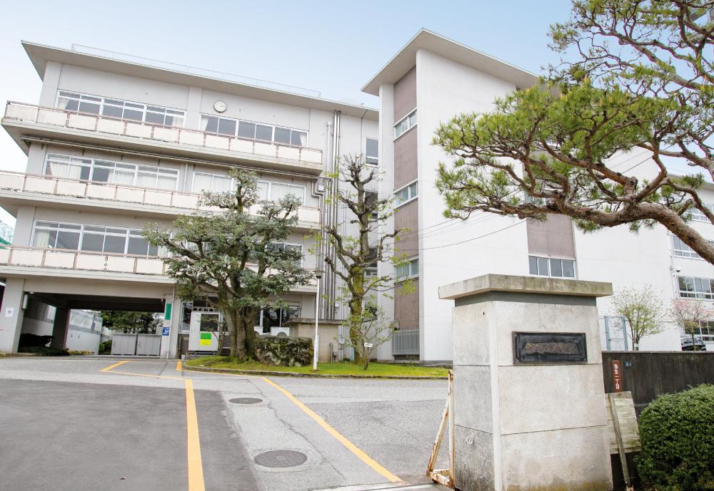 市立泉中学校 約750m(徒歩10分)