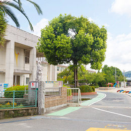 大野小学校 約730m(徒歩10分)