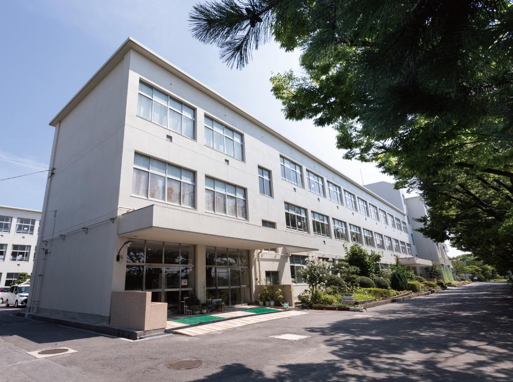 市立刈谷南中学校 約1,630m(徒歩21分)