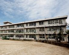 大分市南大分中学校 約750m(徒歩10分)