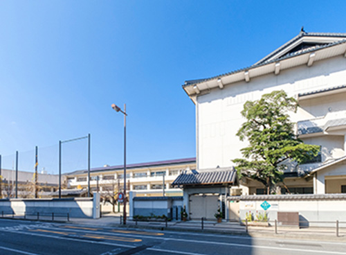 桜町小学校 約420m(徒歩6分)