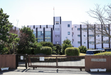市立堅田小学校 約1,100m(徒歩14分)