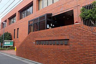 日暮里図書館 約920m(自転車4分・徒歩12分)