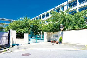 豊中市立第十六中学校 約890m(徒歩12分)