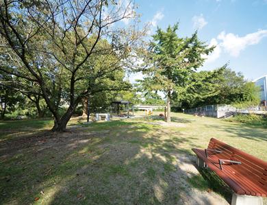 石手川緑地 約670m(徒歩9分)