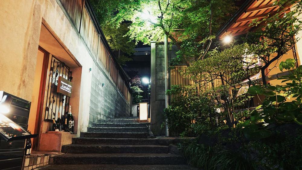 神楽坂の街並み 約1,300m(徒歩17分)(2019年4月撮影)