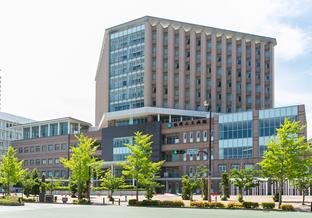 福岡山王病院 約1,630m(徒歩21分)