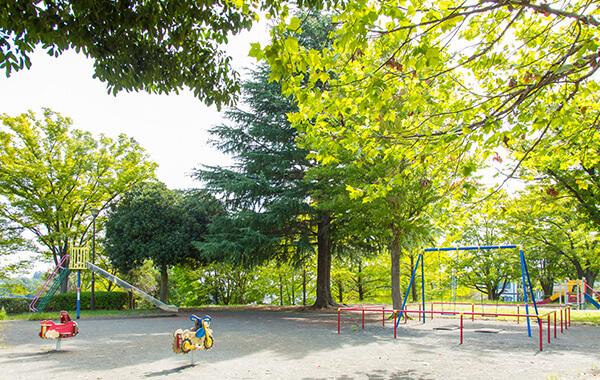 あざみ野一丁目公園 約390m(徒歩5分)