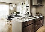 キッチン ※掲載の室内写真はモデルルーム(K2タイプ)を撮影(平成30年3月)したもので、形状・色彩・仕様等は実物とは異なる場合がありますので予めご了承ください。