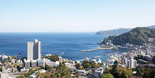 熱海駅徒歩2分、大海を望む羨望の丘に堂々誕生。