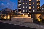 中杉通りと住居専用地域に寄り添う20年ぶり(※1)のマンション