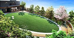 住まう方だけが利用できる「ディア ガーデン」は、250m2超の広さを確保した開放感あふれる芝生とウッドデッキのプライベートガーデン。本を開いて自分だけの時間を味わったり、ゲストと歓談したり、思い思いのひとときをお楽しみいただけます。