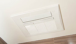 寒い日の入浴前の予備暖房や入浴中の浴室暖房に便利なガス温水浴室暖房乾燥機を採用しています。使用後の浴室乾燥や雨の日の衣類乾燥、24時間換気機能など多機能に使用できます。