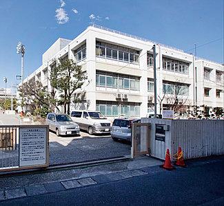 市立久本小学校 約750m(徒歩10分)