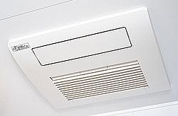 浴室のカビ防止、雨の日の洗濯物の乾燥や入浴前の暖房など、さまざまな機能を備えています。洗濯物を干すランドリーパイプ(1本)も標準装備。