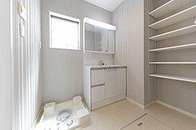 可動棚付き洗面室収納