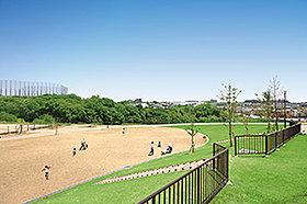 学園南公園 約300m(徒歩約4分)