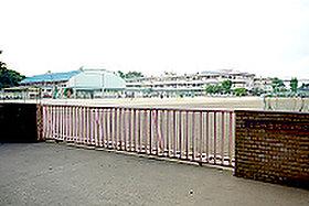 小山市立間々田中学校(約2,060m:徒歩26分)