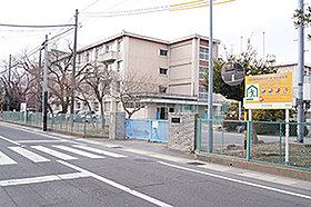 市立本荘中学校(約590m:徒歩8分)