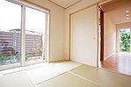 専用庭を持つ和室。リビングとゆるく繋がることで、お客様をお迎えする空間としても活用されることでしょう。(6号地)
