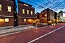 【Modern style】 2方向の窓から陽光を採りこむLDK空間。アクセントクロスやライティングレールなどがカフェのような落ち着きを演出します。※3号棟モデルハウス(2021年4月撮影),2LDK#3LDK,面積92.43m2~101.01m2,価格6,280万円~6,980万円,東京メトロ有楽町線・東京メトロ副都心線・西武有楽町線 小竹向原駅より徒歩16分,東武東上本線 中板橋駅より徒歩14分,東京都板橋区大谷口北町89番2 他