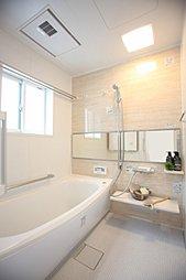 流すたびに便器を洗浄し、自動的に清潔感を維持する機能が自慢の「アラウーノSII」採用。