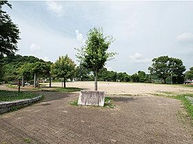 松ヶ丘公園 徒歩5分(約370m)