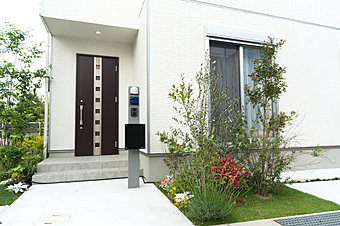 ゆとりの庭付一戸建ての街【他分譲地モデルハウス】