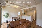 足元からお部屋全体を暖める心地良い床暖房やリビングin階段など、暮らしの快適を彩る充実の設備。(施工例写真)