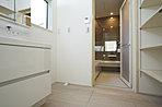 A棟:デザインと機能が充実!オリジナル洗面化粧台。