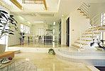 デザイナーズハウス、憧れのスキップフロアー、リビング中心には吹き抜けを設けてあり、開放感、採光、Wで取り入れいます(当社施工例)