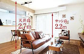 木の香りに心満たされるリビングと趣のある本格和室を備えた家
