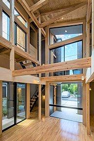 建物中央部に吹抜けを配置しておりますので、建物内部全体が明るく、風通しの良い家になっております。